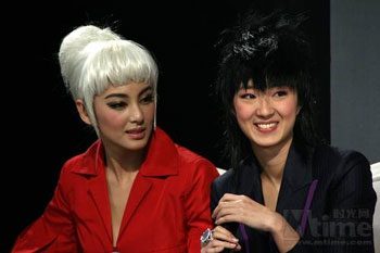 Kitty Zhang and Guey Lun-Mei share hair tips