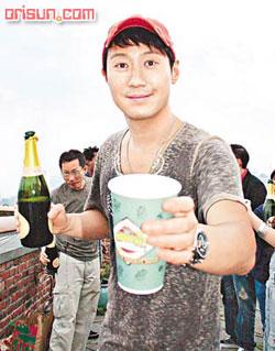 Leon drinking