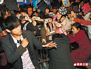 Jay Chou will beat up fans for money