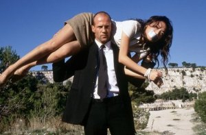 Shu Qi and Jason Statham in TRANSPORTER