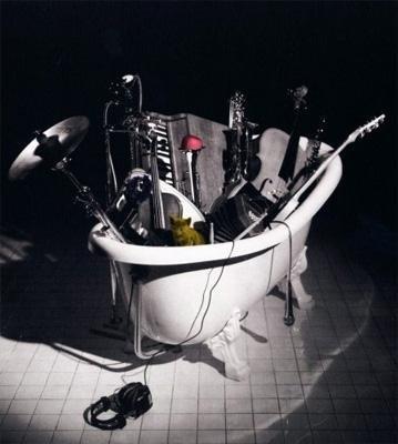 http://www.lovehkfilm.com/blog/thegoldenrock/wp-content/uploads/2007/12/l_p1004684197.jpg